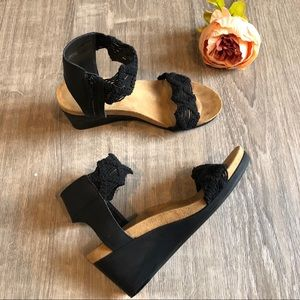 Lucky Brand Kayden Crochet Wedge Sandals Black 7